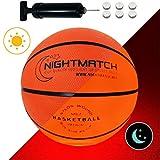 NIGHTMATCH Ballon de Basketball Lumineux, Pompe à Ballons et Batteries de Rechange Incluse - Illuminé de l'intérieur par Deux...