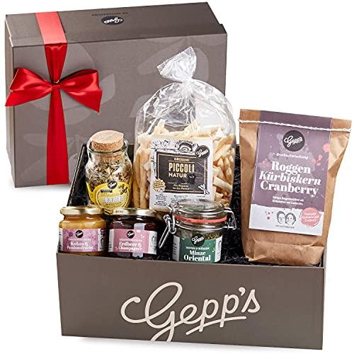 Gepp's Feinkost Geschenkbox Verwöhnpaket für Frauen | Geschenkkorb gefüllt mit köstlichen Delikatessen wie Erdbeer-Champagner Marmelade, Lemon-Ingwer Tee | Gourmet-Geschenk zum Geburtstag (A0002)