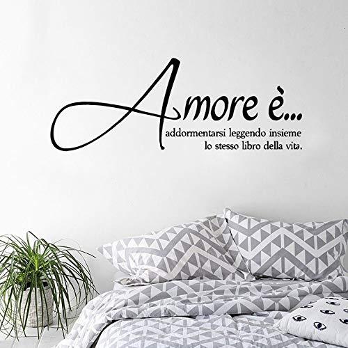 Olivialulu italienische Version Vinyl Wandaufkleber Liebe ist einschlafen Lesen das gleiche Buch des Lebens zusammen Wandtattoos Home Decor Az604