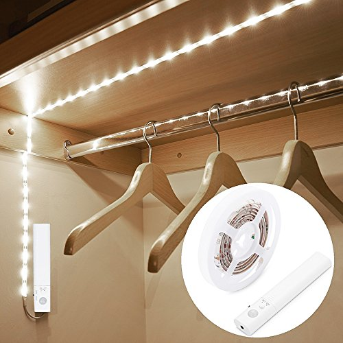 Striscia Luminosa LED 1m 30 LED Flessibile, Blusea Luce Notte LED Guardaroba con Sensore di Movimento, Batteria Caricata per Armadio,Scale, Corridoio, Cucina, Garage etc-Auto/On/Off (Luce fredda)