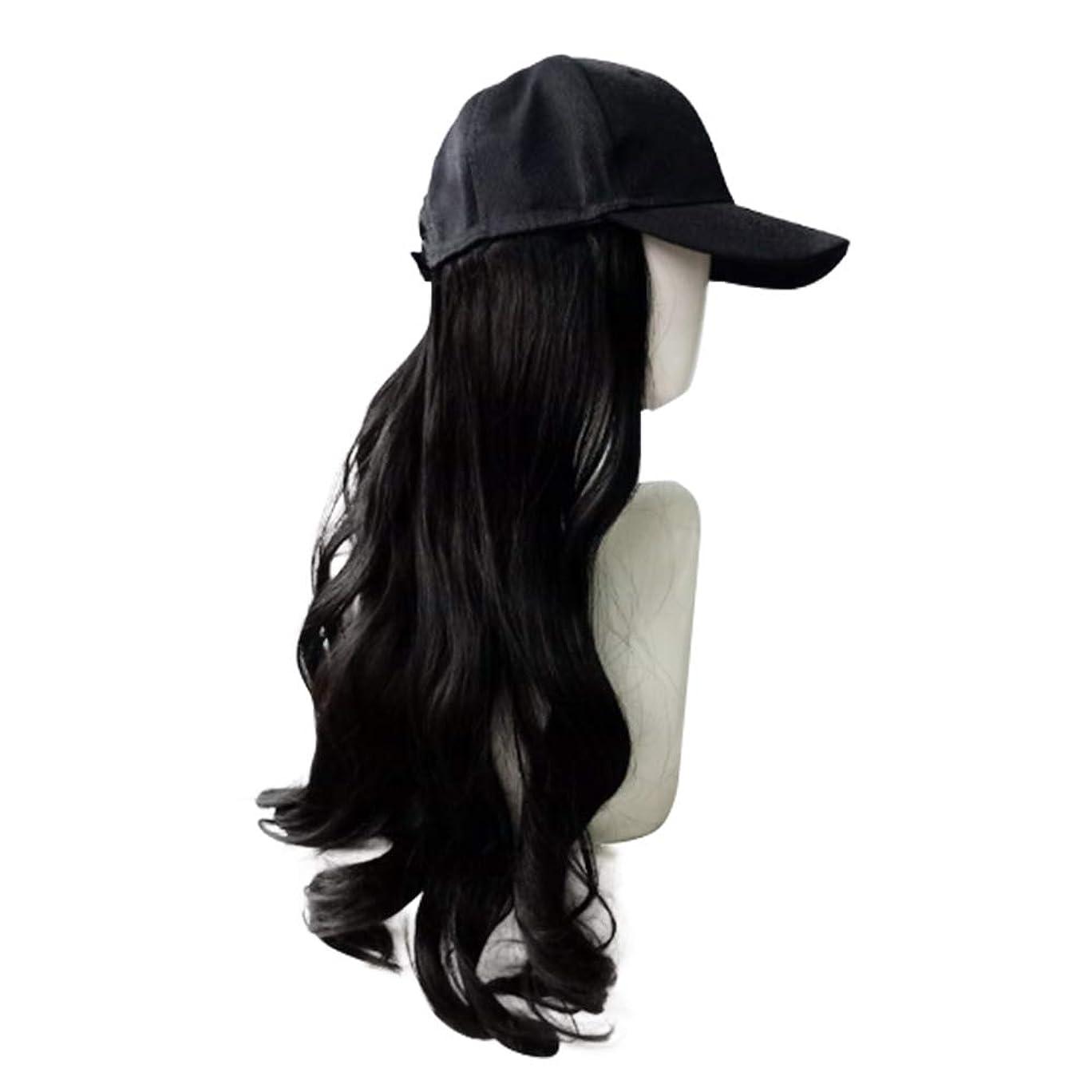 でる想像力豊かなスチュワード長い黒のかつら、帽子かつらシンプルなかつらファッションかつらキャップ自然なかつら女性の耐熱性のための長い波状の合成かつら