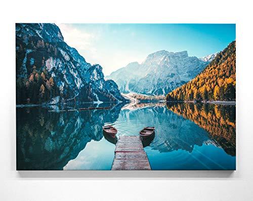 Atemberaubendes Berg Bild Pragser Wildsee. Dolomiten - 150x100cm große XXL Leinwand. Tolles Wandbild als Hintergrund und Deko für Wohnzimmer & Schlafzimmer. Fertig aufgespannt auf 4cm Holz-Keilrahmen