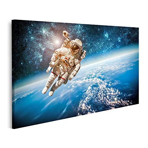 Cuadro en lienzo El astronauta del espacio exterior contra los elementos del...