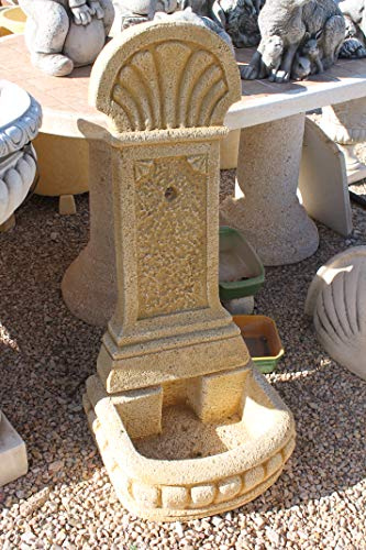 DEGARDEN AnaParra Fuente de Pared para Jardín o Exterior de hormigón-Piedra Artificial | Fuente de Agua de hormigón-Piedra 44 x36 x98cm. | Fuente de Pilón Exterior con Grifo, Color Ocre