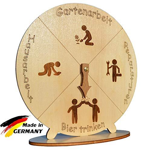 MAEWA Bieruhr – Das perfekte Bier Geschenk für Männer und Frauen – Präzise gelasert aus Holz - 22cm Durchmesser - Scherzartikel Made in Germany – nachhaltig und fair