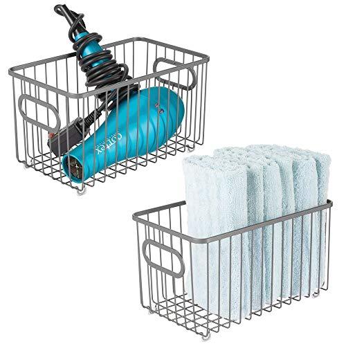 mDesign Juego de 2 cestas de almacenaje en metal con asas integradas – Caja organizadora con atractivo diseño de alambre – Ideal como organizador de baño para cosméticos – gris oscuro