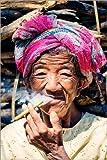 Poster 20 x 30 cm: Portrait der Alten Frau Zigarre Rauchen,
