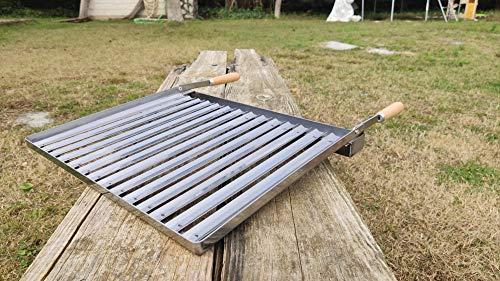 CARBOQUICK Parrilla Plancha de Acero Inoxidable para Barbacoa y Chimenea | Regalo Saco de carbón de 3 kg Asador INOX con Mangos Plegable y Recoge-Grasas | Ideal para Carbón, Leña y Briquetas