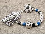 kleinerStorch Baby SCHNULLERKETTE mit Namen - Motiv Fussball in Vereinsfarben - schwarz, weiß, blau