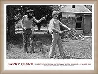 ポスター ラリー クラーク Fototeca de Cuba April 14 ? May 15 2011年 額装品 ウッドベーシックフレーム(オフホワイト)