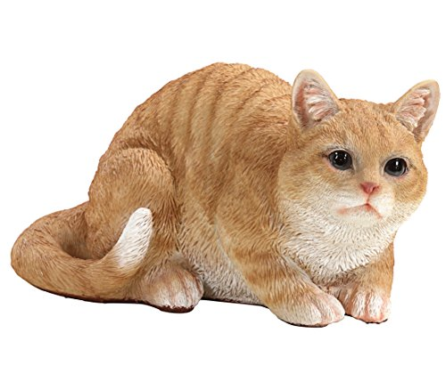 Dehner Dekofigur Katze lauernd, ca. 32 x 21 x 18 cm, Polyresin, braun/weiß