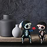 Crafts Sugar Skull Couple Statue Cute Statue Skull Kissing Lover Collectible Gothic Lovers Skeleton Couple Figurine for Home Desk Wedding Halloween Ornaments Decorations (A)