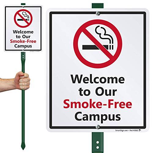 Smartsign Aluminium Panneau, Legend Bienvenue dans notre fumée Campus gratuit avec Graphic, 30,5 cm de hauteur x 22,9 cm de large Panneau Plus 3 'Tall Piquet, Noir/rouge sur blanc