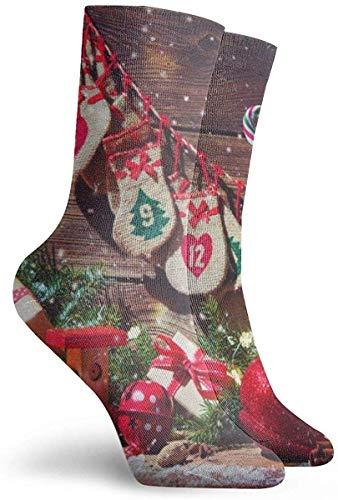Sokken voor vrouwen maat 10-12,Kerst Achtergrond. Adventskalender en schoenen van de Kerstman