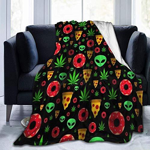 Manta plana con hojas de marihuana, donuts, rodajas de pizza y extranjeros, manta de microforro polar ultra suave, ligera, cálida, manta de viaje para adultos y niños, manta de 201 x 152 cm