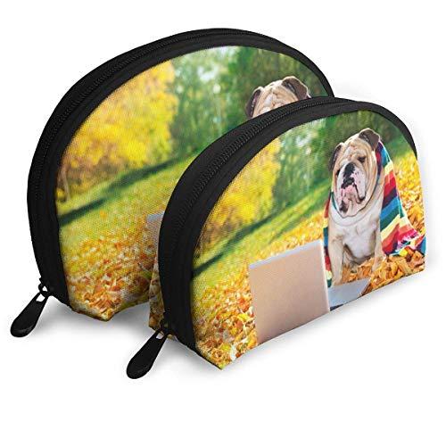 DJNGN Bolsa de cosméticos con Forma de Concha Bulldog inglés, Perro en el Parque con una computadora portátil y una Bufanda de Color arcoíris Bolsos portátiles de fotografía Divertida Bolsa de almace