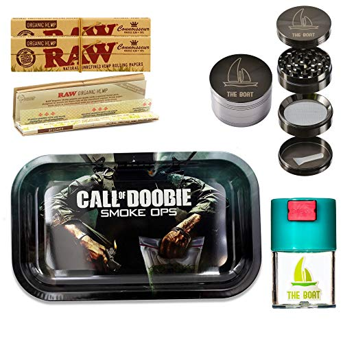THE BOAT Kit para Fumar - Bandeja para Liar Call of Doobie 27cm x 16cm + Raw Organic Connoisseur Kings Size (3 Unidades) + Bote hermético antiolor + Grinder metálico 4 Partes con rascador.