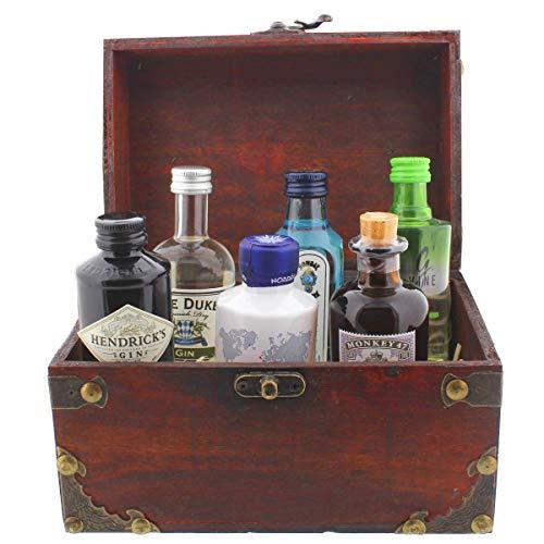 Famous Gin Geschenk-Collection - 6 Gin-Flaschen in einer schönen Piraten-Schatzkiste als witziges Geschenk