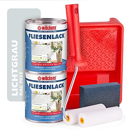Wilckens Fliesenlack lichtgrau glänzend RAL 7035 - Fliesenfarbe grau 750ml im 2er Set mit Malerbügel inkl. 2 Lackwalzen, Farbwanne & Schleifschwamm zum Fliesen streichen für ca. 16 qm