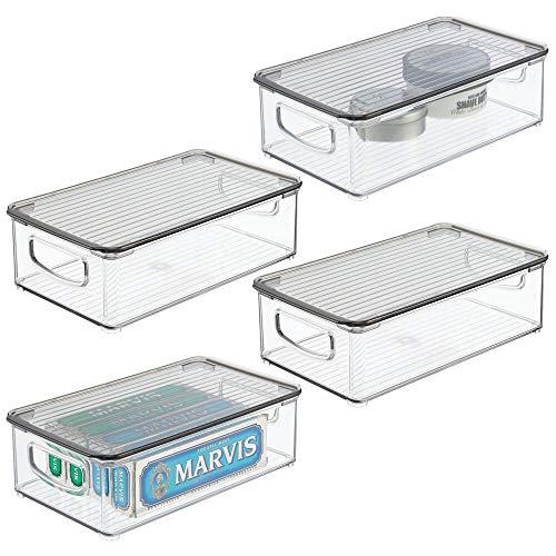 mDesign Contenitori per il bagno – Organizer in plastica per cosmetici, prodotti bagno e molto altro – Pratico cesto per il bagno con coperchio e manici integrati – Set da 4 – trasparente/grigio fumo
