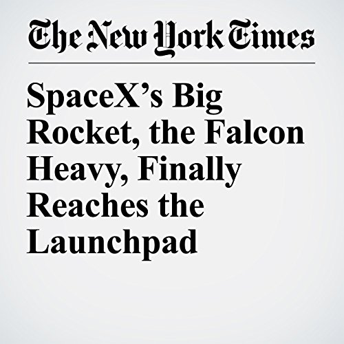 SpaceX's Big Rocket, the Falcon Heavy, Finally Reaches the Launchpad copertina