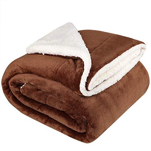 NEUFLY Decke, Zweiseitige Flannel Decke Fleecedecke 150 x 200 cm Extra Dick Sofadecke Couchdecke Super flausch Warm Kuscheldecke - Dunkelbraun