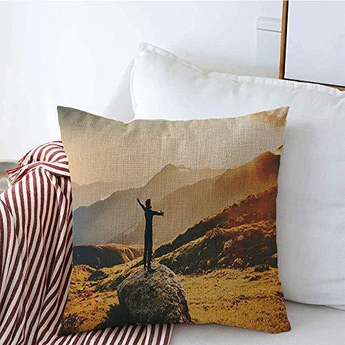Fundas de almohada decorativas para acampar de verano Hombre levantadas manos de bienestar Puesta de sol Inspiración Montañas Viajes Gente Parques al aire libre Funda de Cojine 45 X 45CM