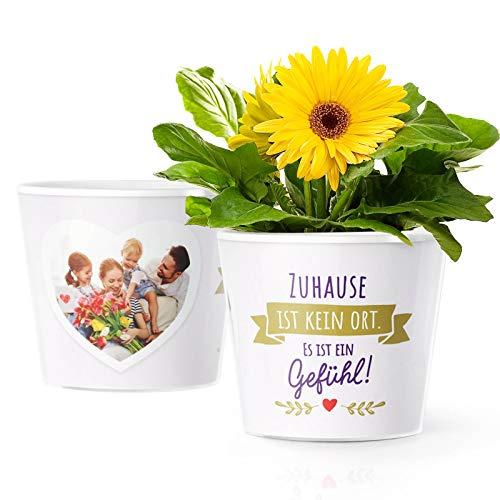 Wohnungseinweihung Geschenk Blumentopf (ø16cm) | Deko Geschenke zum Hauseinzug, Einweihung einer Wohnung oder Haus mit Bilderrahmen für 2 Fotos (10x15cm) | Zuhause ist kein Ort - Es ist ein Gefühl!
