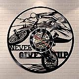 BFMBCHDJ Reloj de Pared con Registro de Vinilo Bicicleta Decoración para el hogar Cita inspiradora Nunca te Rindas Reloj Deportivo Regalo Hecho a Mano para fanáticos del Ciclismo