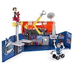 Rusty's Rivet Lab Headquarters transforms just like it does in the show! Opens to reveal Rusty's workshop and closes for easy storage. This playset features an exclusive Rusty figure, build, and includes real lights and sounds from the show. All of t...