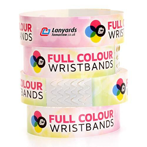 100 pulseras Tyvek personalizadas por Lanyards Tomorrow. Diseño de sublimación a todo color con logotipo y texto personalizado.