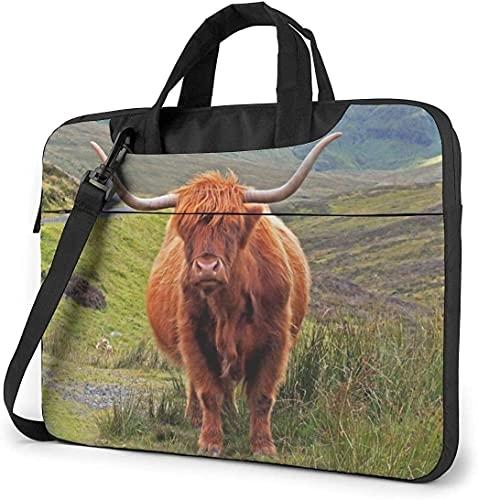 AOOEDM Estuche para bandolera marrón Highland Cattle, estuche de transporte multifuncional para portátil de 13 pulgadas con correa y cinturón