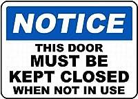126新しいブリキのサインこのドアは閉じたままにしておく必要がありますサイン壁の装飾のためのアルミニウム金属サイン8x12インチ