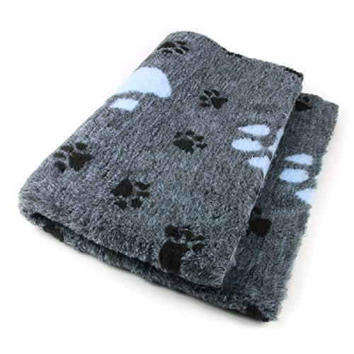 ProFleece Premium Hundedecke Haustiermatte 3-farbig grau/hellblau mit Pfotenabdruck | Rutschfest | Antibakteriell | Antiallergen | Atmungsaktiv | Isolierend | Waschbar (S = 75 x 50 cm)