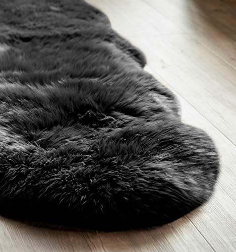 Yukon International großer Schafffell Teppich, 180cm x 55cm ca., schwarz, echte Schafwolle, ökologischer Herstellung, Bettvorleger, Wohnaccessoire