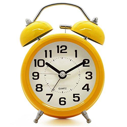 1411 XQQQ - Retro Twin Bell Silencioso silencioso Non Ticking Sweep Reloj despertador de cuarzo analógico de segunda mano junto a la cama con luz nocturna y alarma fuerte - con pilas (amarillo)