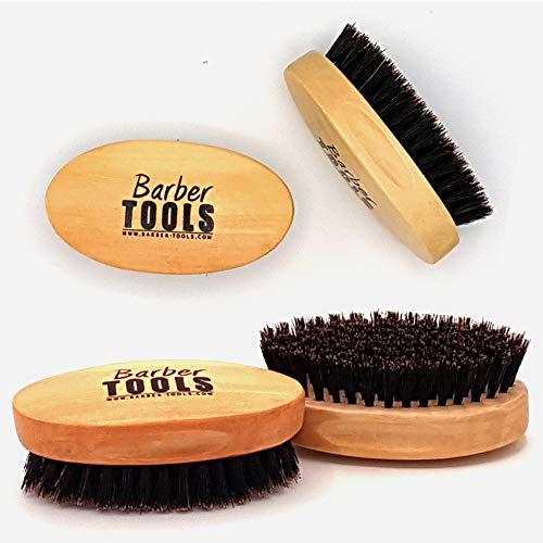 Brosse à barbe et moustache de grande qualité. 100% de poils de sanglier. Elle est idéale pour l'utilisation d' huile, de baume, de cire et de tous soins de barbe. ✮ BARBER TOOLS ✮