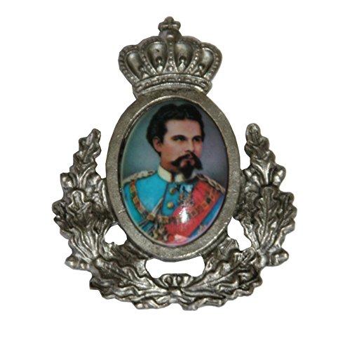 Breiter Hutanstecker | Hutabzeichen | Hutschmuck | Anstecker – König Ludwig II – 3 x 3,5 cm - mit Ehrenkranz