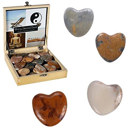Une paire de pierres en forme de coeur - Galet des amoureux zen saint valentin