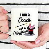Taza Mug-I Am A Coach Not A Magician, Coach, regalo para entrenador, divertida taza de café, regalo de entrenador, taza de café divertida de 325 ml