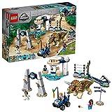 LEGO JurassicWorld L'assaltodelTriceratopo, Dinosauro Giocattolo con 4 Minifigure, Buggy e Giostra dellEgg Spinner, 75937
