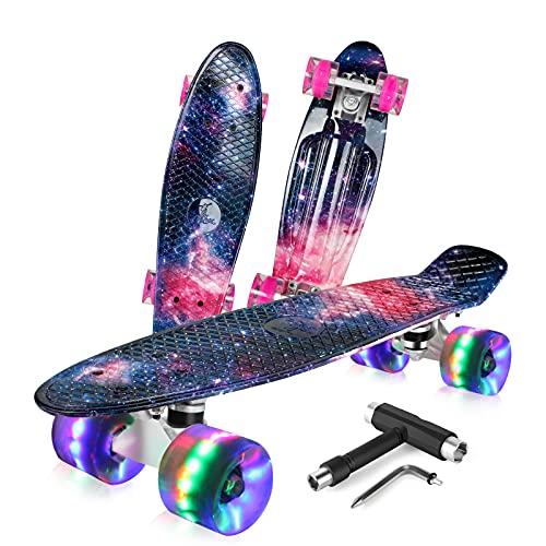 BELEEV Skateboard Komplette Mini Cruiser Skateboard für Kinder Jugendliche Erwachsene, Led Leuchtrollen mit All-in-one Skate T-Tool für Anfänger (Galaxy Purple)