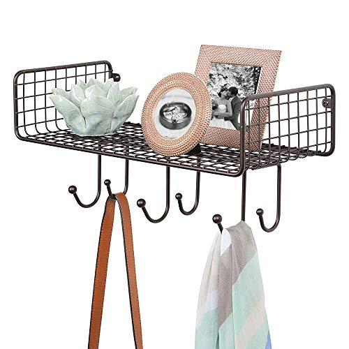 mDesign Organizador de cartas con cesta para el pasillo o la cocina – Cuelga llaves compacto con guarda cartas y 6 ganchos – Colgador de pared con balda metálica – color bronce