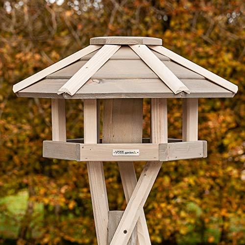 """VOSS.garden \""""Valbo hochwertiges Vogelhaus weiß Inklusive Kreuzstandfuß mit Futter-Schornstein, Vogel-Futterhaus Vogelhäuschen Vogelfutterstation Vogelvilla"""