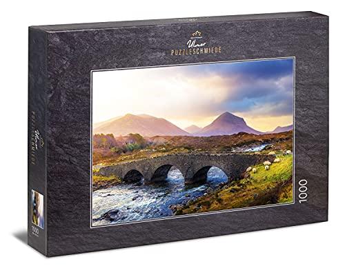 Ulmer Puzzleschmiede - Puzzle 'Puente de Sligachan': Puzzle de 1000 piezas - El antiguo puente sobre el río Sligachan - las Highlands escocesas