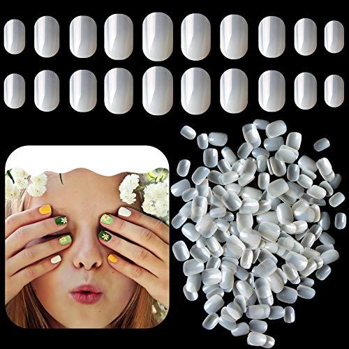 Kalolary 600pcs Kinder Falscher Nagel, Falsche Nägel zum Aufkleben Künstliche Fingernägel Natural Acryl Nagelspitzen Volle Abdeckung Kurzer falscher Nagel Geschenk für Mädchen