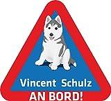 INDIGOS UG® Namensaufkleber / BABY AN BORD - o. Ihr Wunschname - Sticker / Autoaufkleber / Aufkleber - 027 - Hund - 15x14 cm - für Kinder, Auto, KfZ, Heckscheibe - individuell bedruckbar