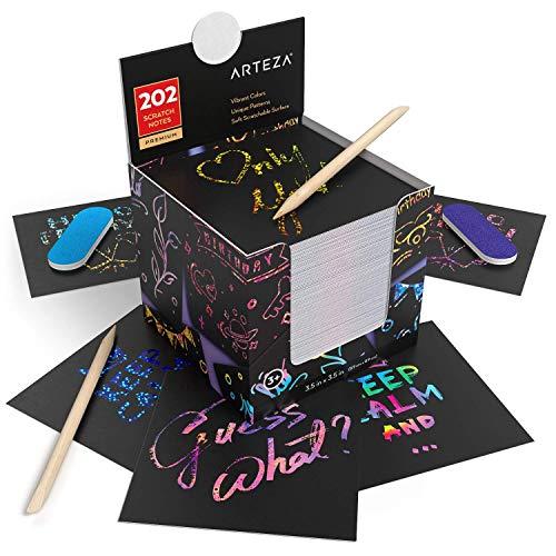 ARTEZA Scratch-Notizzettel, 8.9 x 8.9cm, Block mit 202 Blättern, enthält Regenbogen- und holographische Muster und Weltraummuster, 2 Kratzstifte, 2 Spitzer, Kratzpapier für Bastelprojekte