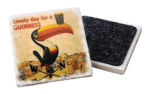 Sottobicchiere in pietra Guinness con tucano su una banderuola