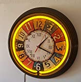 Orologio al neon, con targhetta statunitense, luce al neon giallo con telaio nero.